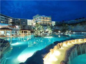отель Amfora , размещение с бассейном, Воздуха удалённость от моря 50 m, Воздух расстояние до центра города 500 m