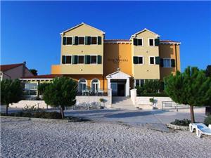 отель Spongiola - Krapanj , размещение с бассейном, Воздуха удалённость от моря 10 m