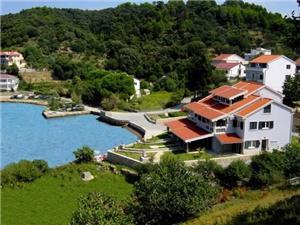 Apartmani Mare Kvarnerski otoci, Smještaj s bazenom, Zračna udaljenost od mora 10 m, Zračna udaljenost od centra mjesta 200 m