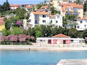 Apartmaji Depikolzuane Krk - otok Krk, Kvadratura 40,00 m2, Oddaljenost od morja 70 m, Oddaljenost od centra 200 m