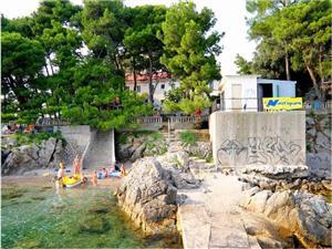 Apartament Sesar Krk - wyspa Krk, Powierzchnia 55,00 m2, Odległość do morze mierzona drogą powietrzną wynosi 50 m, Odległość od centrum miasta, przez powietrze jest mierzona 800 m