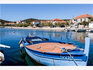 Appartementen Šima Vinisce, Kwadratuur 40,00 m2, Lucht afstand tot de zee 20 m, Lucht afstand naar het centrum 30 m