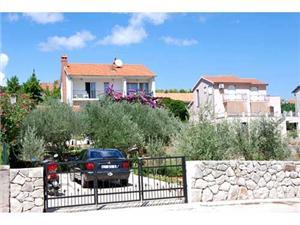 Apartament Stenko Stari Grad - wyspa Hvar, Powierzchnia 80,00 m2, Odległość do morze mierzona drogą powietrzną wynosi 200 m, Odległość od centrum miasta, przez powietrze jest mierzona 400 m