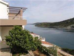 Appartementen Ljubica Vinisce, Kwadratuur 45,00 m2, Lucht afstand tot de zee 15 m, Lucht afstand naar het centrum 500 m