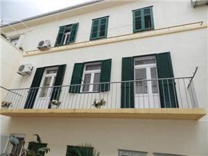 Apartmá Marija Split, Prostor 67,00 m2, Vzdušní vzdálenost od centra místa 400 m