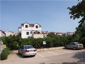 Appartementen Eli Sutivan - eiland Brac, Kwadratuur 38,00 m2, Lucht afstand naar het centrum 100 m