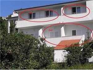Ferienwohnungen Snježana Igrane, Größe 40,00 m2, Luftlinie bis zum Meer 30 m, Entfernung vom Ortszentrum (Luftlinie) 50 m