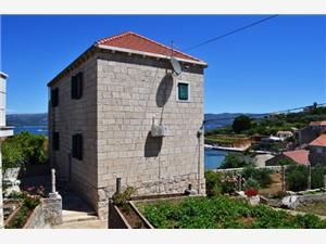Apartments Loredana Lumbarda - island Korcula, Stone house, Size 38.00 m2, Airline distance to the sea 70 m