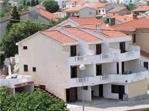 Apartmanok Mate Vrbnik - Krk sziget, Méret 35,00 m2, Légvonalbeli távolság 100 m, Központtól való távolság 350 m