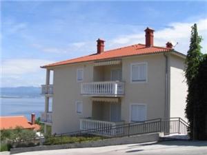Apartman Meri Vrbnik - otok Krk, Kvadratura 41,00 m2, Zračna udaljenost od mora 150 m, Zračna udaljenost od centra mjesta 350 m