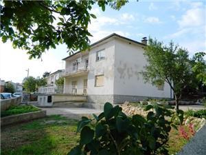Appartement Leomir Novi Vinodolski (Crikvenica), Kwadratuur 78,00 m2, Lucht afstand tot de zee 200 m, Lucht afstand naar het centrum 800 m