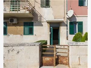 Апартамент Sandra Split, квадратура 80,00 m2, Воздуха удалённость от моря 200 m, Воздух расстояние до центра города 700 m