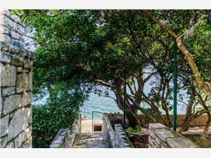 Kuća za odmor Jasenka Nečujam - otok Šolta, Kuća na osami, Kvadratura 90,00 m2, Zračna udaljenost od mora 20 m