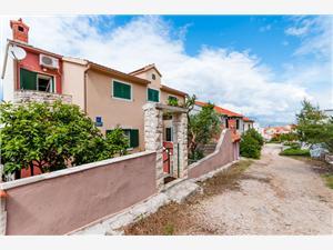 Appartamenti Nikola Splitska - isola di Brac,Prenoti Appartamenti Nikola Da 62 €