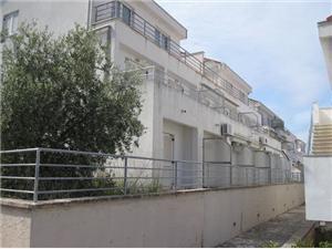 Apartament Joško Necujam - wyspa Solta, Powierzchnia 32,00 m2, Odległość do morze mierzona drogą powietrzną wynosi 200 m, Odległość od centrum miasta, przez powietrze jest mierzona 150 m