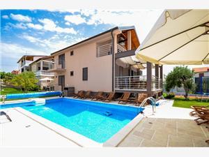 Apartmaji Branko Tribunj, Kvadratura 72,00 m2, Namestitev z bazenom, Oddaljenost od centra 400 m