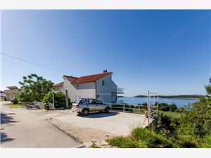 Beachfront accommodation Split and Trogir riviera,Book Vinka From 102 €