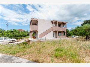 Апартаменты Mladen Vinisce, квадратура 80,00 m2, Воздуха удалённость от моря 150 m, Воздух расстояние до центра города 150 m