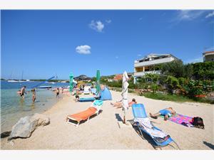 Ferienwohnungen Ivan Rogoznica, Größe 80,00 m2, Luftlinie bis zum Meer 20 m