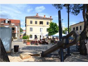 Apartmány Radomir Fazana, Prostor 60,00 m2, Vzdušní vzdálenost od moře 150 m, Vzdušní vzdálenost od centra místa 10 m