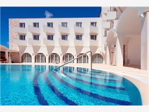 Hôtel Korkyra , Hébergement avec piscine