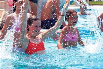 Njut i lyx och komfort i ett semester hus med pool