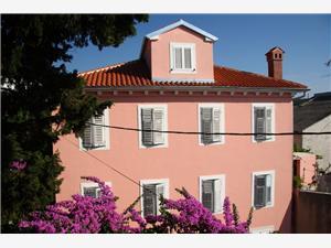 Apartmány Ivan Mali Losinj - ostrov Losinj, Prostor 50,00 m2, Vzdušní vzdálenost od centra místa 100 m