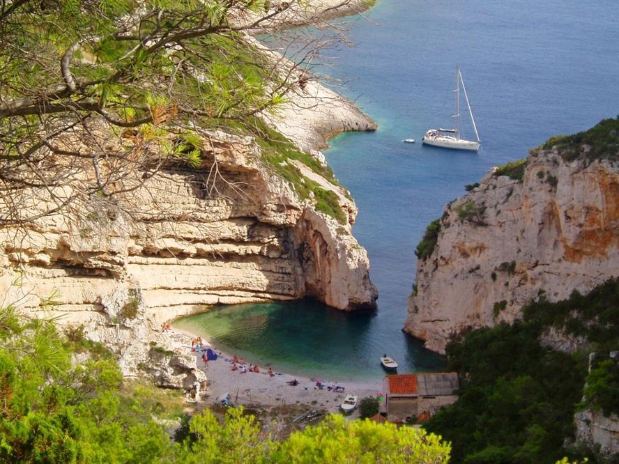 Vis-Croatia-boat-cruise