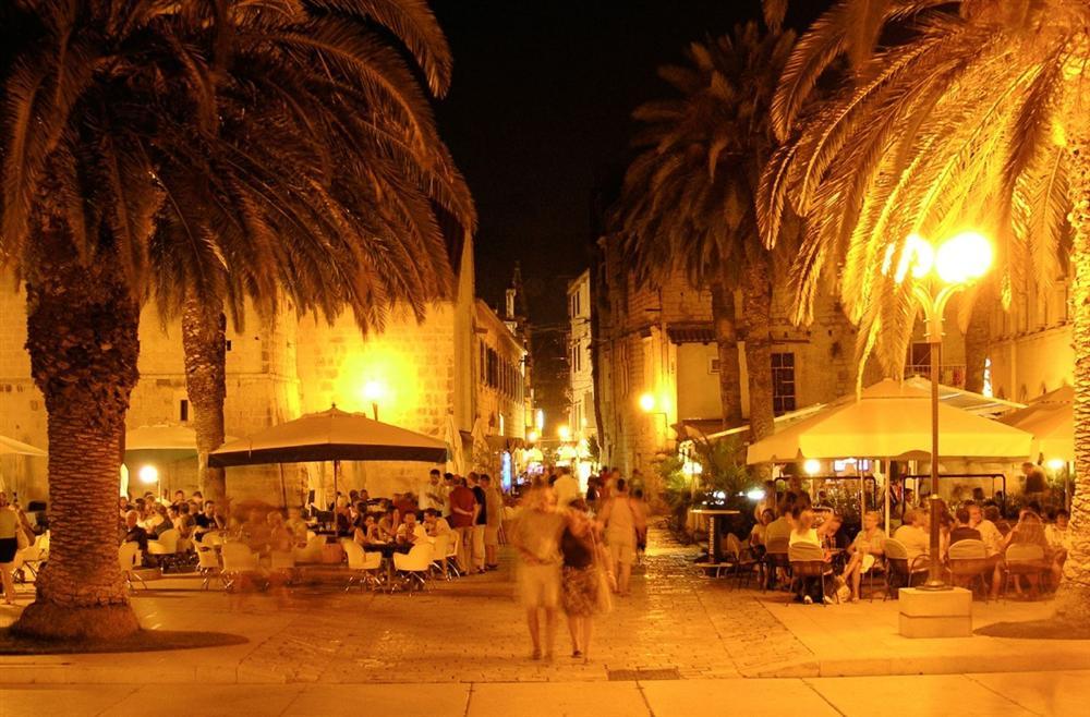 Trogir-night