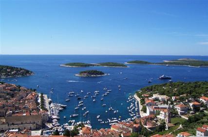 Miasto Hvar jest najbardziej popularnym miejscem turystycznym na całej wyspie