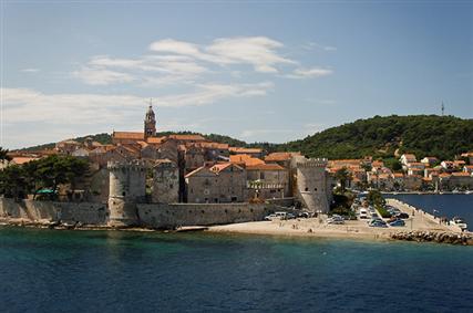 L'île de Korcula - est l'une des célebres îles dalmates riche en histoire et traditions datant de la Renaissance.