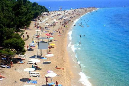 Brač szigeten van Horvátország legnépszerűbb aprókavicsos strandja, az ún. Zlatni Ra