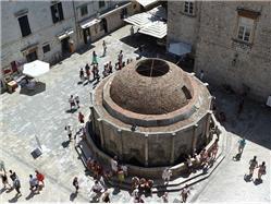 Velika fontana Onofrio Rozat (Dubrovnik) Znamenitosti