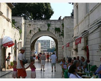Městské hradby a brány pevnosti