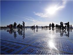 Le Salut au Soleil Pag - île de Pag Monuments