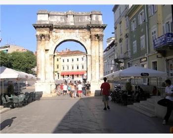 Slavoluk Sergijevaca- Zlatna vrata