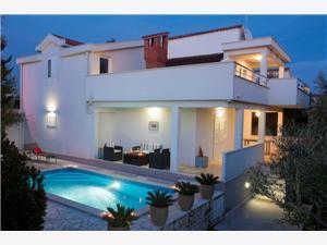 Villa Doris Kroatien, Größe 150,00 m2, Luftlinie bis zum Meer 200 m, Entfernung vom Ortszentrum (Luftlinie) 700 m