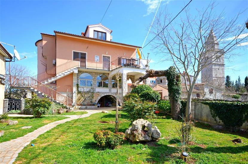 Апартамент Petar