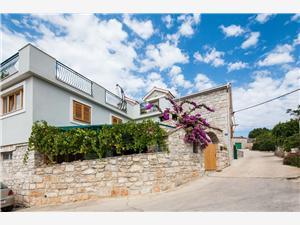 Apartmaj Ivo Stomorska - otok Solta, Kamniti hiši, Kvadratura 66,00 m2