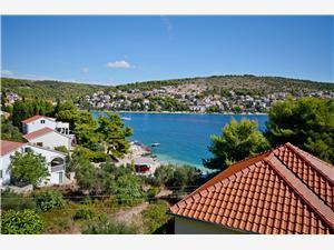 Haus Blanka Riviera von Split und Trogir, Größe 100,00 m2, Luftlinie bis zum Meer 50 m, Entfernung vom Ortszentrum (Luftlinie) 800 m