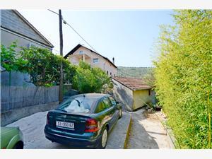 Apartman Branislava Rogoznica, Kvadratura 100,00 m2, Zračna udaljenost od mora 100 m