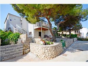 Apartman Marica Rogoznica, Méret 60,00 m2, Légvonalbeli távolság 30 m, Központtól való távolság 500 m