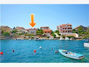 Apartamenty Senka Zaboric (Sibenik), Powierzchnia 60,00 m2, Odległość do morze mierzona drogą powietrzną wynosi 10 m, Odległość od centrum miasta, przez powietrze jest mierzona 300 m