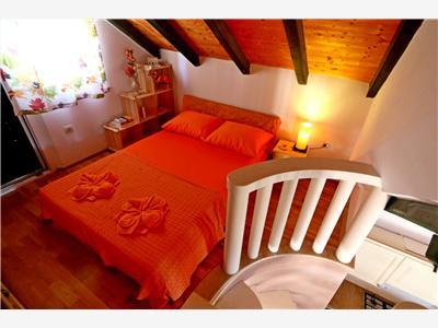 unterkunft haus ante 47231 pucisca insel brac unterkunft die inseln von mitteldalmatien. Black Bedroom Furniture Sets. Home Design Ideas