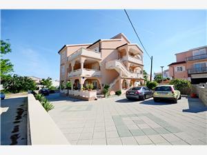 Apartamenty Mario Novalja - wyspa Pag, Powierzchnia 34,00 m2, Odległość do morze mierzona drogą powietrzną wynosi 150 m, Odległość od centrum miasta, przez powietrze jest mierzona 200 m