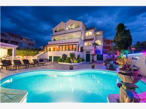 Apartmani Marija Hrvatska, Kvadratura 55,00 m2, Smještaj s bazenom, Zračna udaljenost od centra mjesta 500 m