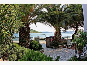 Beachfront accommodation Split and Trogir riviera,Book Gojislav From 65 €