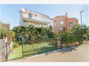 Apartmány Ana Rogoznica, Prostor 60,00 m2, Vzdušní vzdálenost od moře 200 m, Vzdušní vzdálenost od centra místa 500 m
