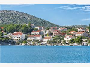 Boende vid strandkanten Dubrovniks riviera,Boka Vlahović Från 410 SEK