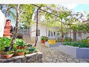 Apartmány Jasminka Selce (Crikvenica), Rozloha 25,00 m2, Vzdušná vzdialenosť od mora 90 m, Vzdušná vzdialenosť od centra miesta 100 m